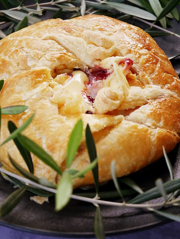 Baked Brie with Cranberry Sauce en Croute P Fotor