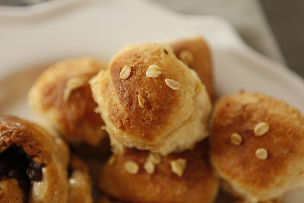Honey Oat Dinner Rolls