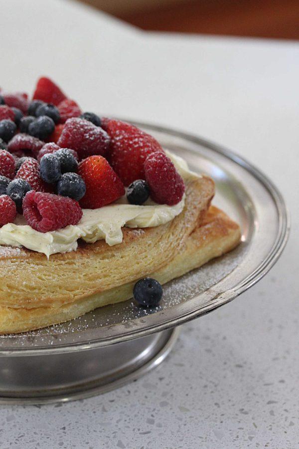 Lemon Cheesecake Puff With Berries