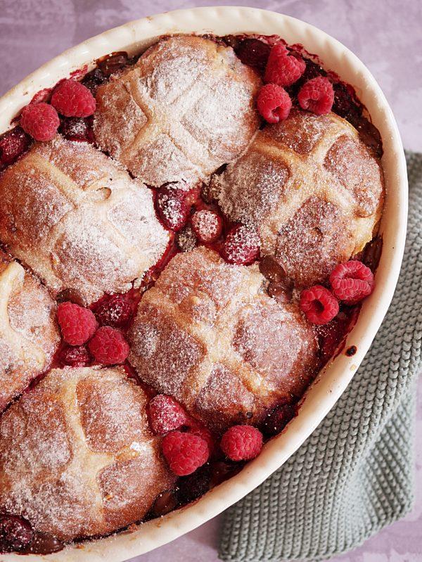 Raspberry and Chocolate Hot X Bun Pudding P TENINA