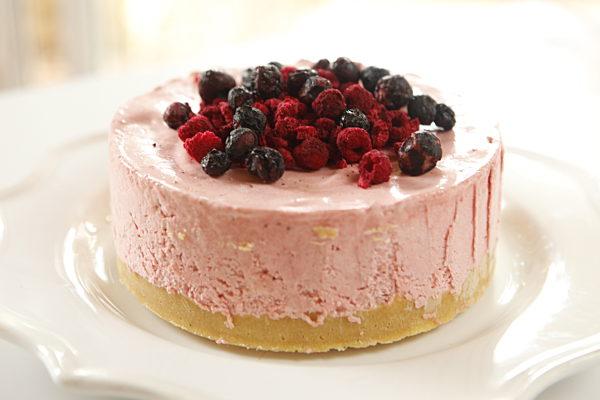Strawberry Meringue Cake LS