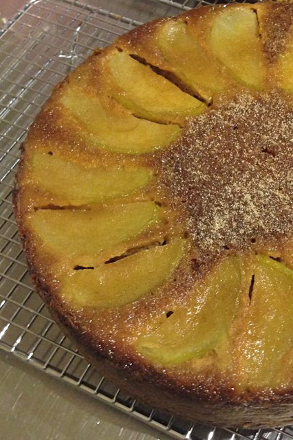 Upside-down-apple-cake