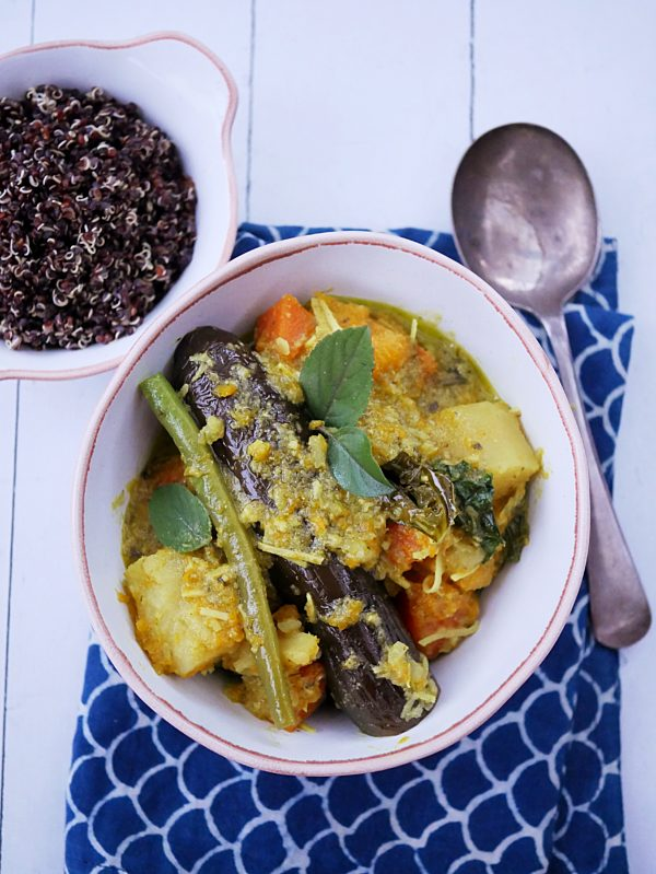 Vegetable Thai Green Curry with Quinoa P Fotor