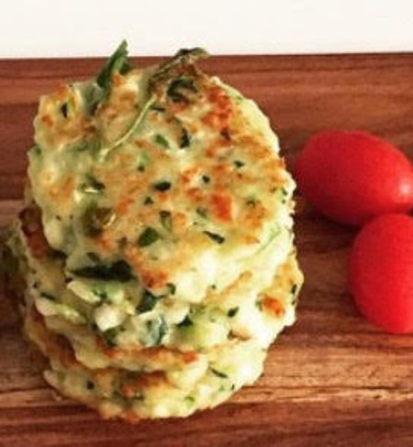 Zucchini-Haloumi-Fritters-ThermoWife