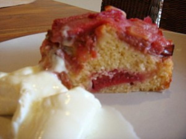 slice-of-rhubarb-cake-300x2251