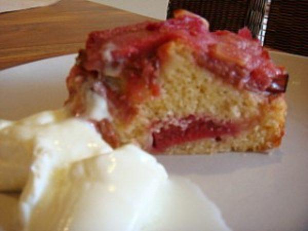 slice-of-rhubarb-cake-300x2251